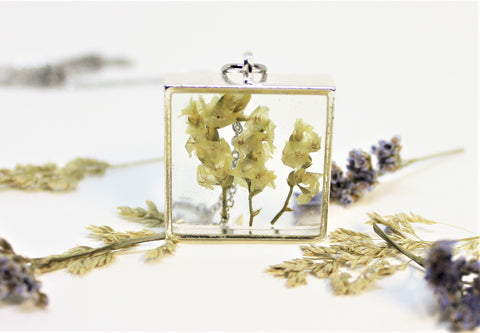 Real Pressed Flower Bezel Necklace, Dried Flowers Necklace, White Flower Necklace, Nature Necklace, Preserved Flowers, Hand Dyed Flowers