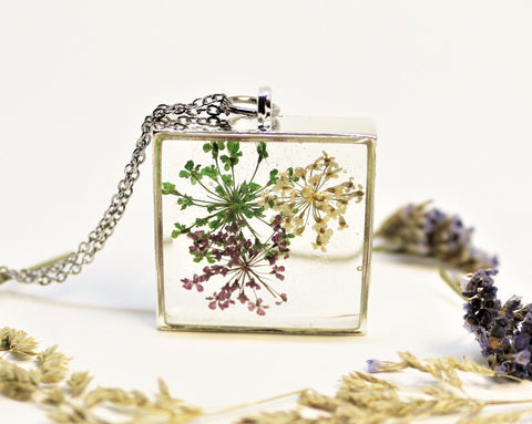 Real Pressed Queen Anne's Lace v2, Flower Bezel Necklace, Dried Flowers Necklace, Multi Coloured, Nature Necklace, Preserved Delicate Flower