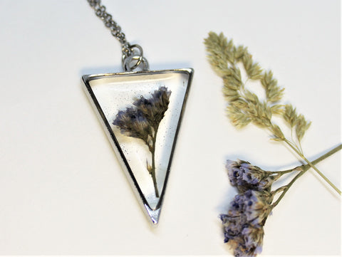 Real Pressed Sea Lavender, Flower Bezel Necklace, Dried Flowers Necklace, Pressed Statice, Nature Necklace, Triangle Preserved Purple Flower