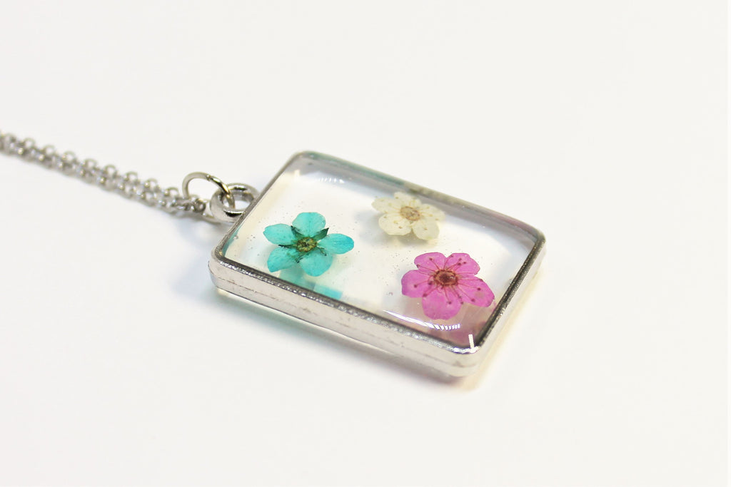 Necklace with real dried flowers