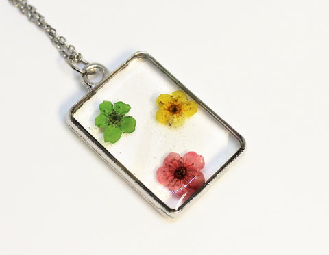 Real Pressed Flower Bezel Necklace, Dried Flowers Necklace, Green Yellow Red Flower Necklace, Nature Necklace, Preserved Flowers, Hand Dyed