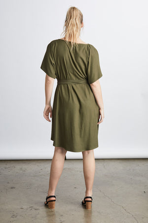 size 2XL woman wearing a blush raw silk noil belted knee length dress