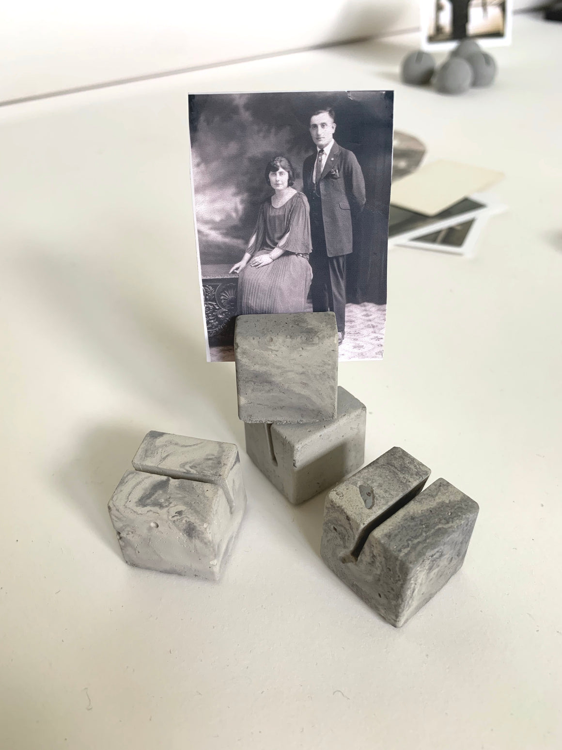 MARBLED CUBE PLACE CARD/PHOTO HOLDERS (SET OF FOUR)