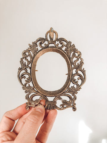 Small Gold Frame w/ Oval Opening