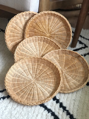 Round wicker wall baskets