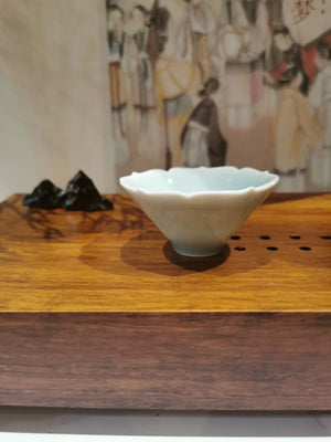Ying Qing flower edge lucky cloud cup