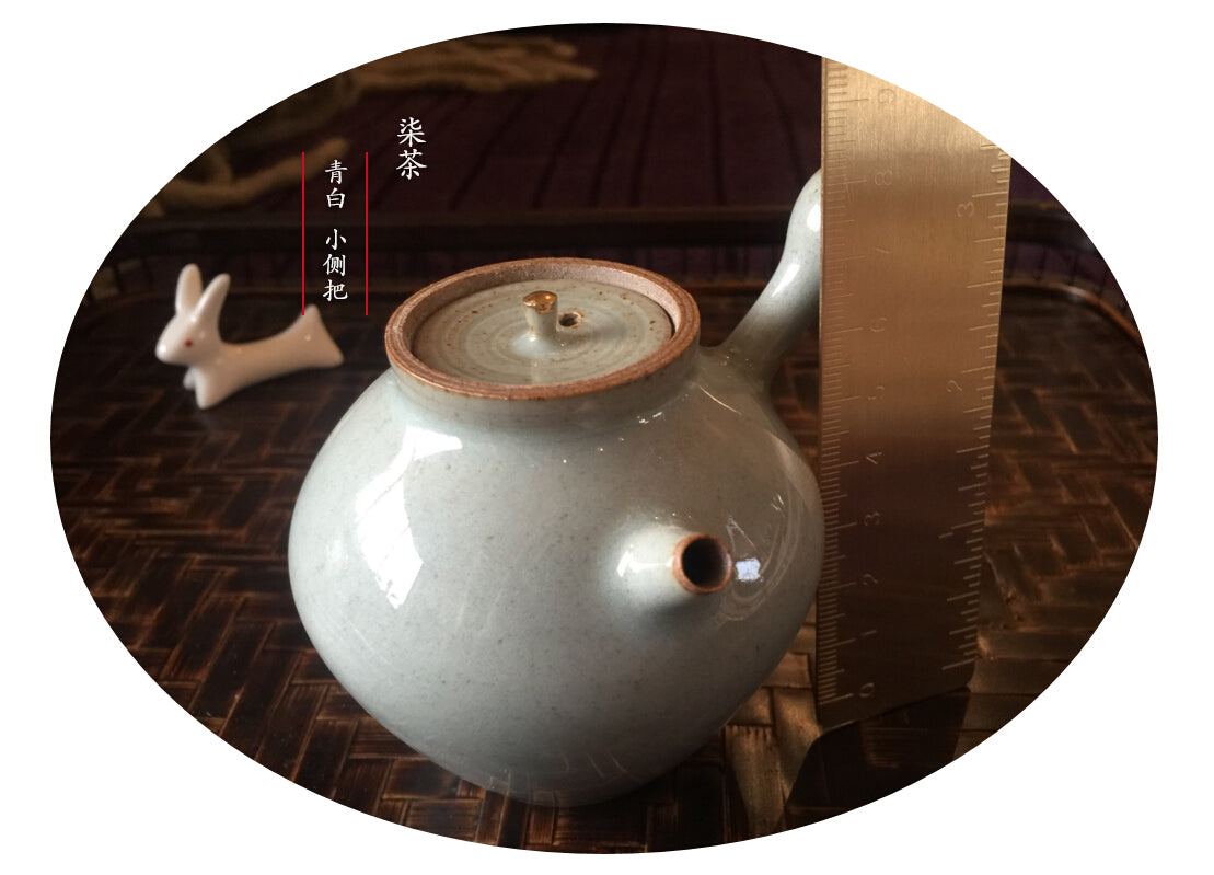 Side handle Ji xu pot with gold pot button