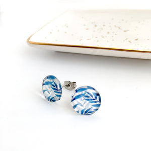Blue and white palm frond plant glass dome stud earrings 12mm NZ