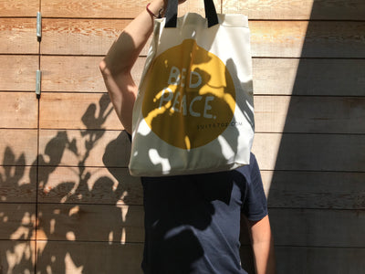 EEN INSTAGRAMABLE SUPER TOTE BAG