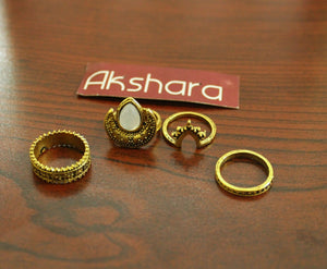 Set of 4 chaand finger rings