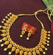 Traditional Ruby-Green flower set