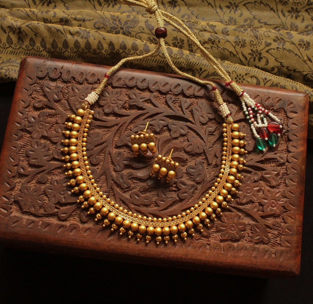 Traditional simple beaded set