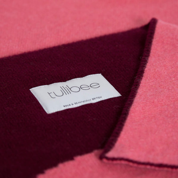 tullibee knitted blanket WOW pink brand label close up