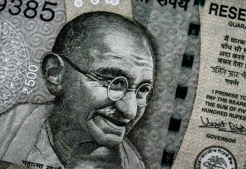 interesting-facts-about-gandhi-budget-shopping-online