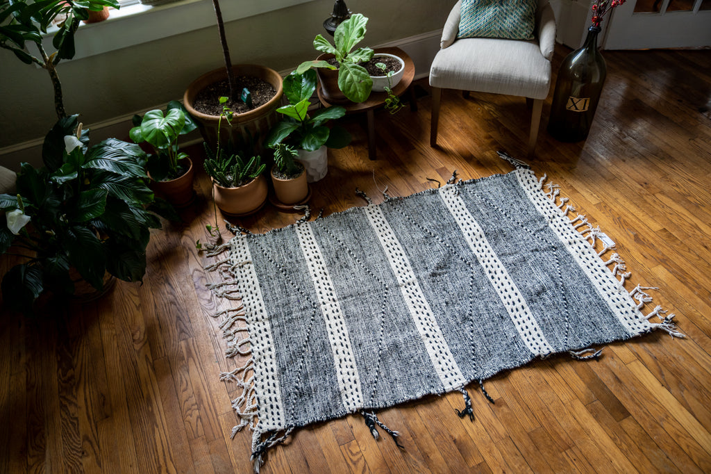 Flat Weave Moroccan Rug: Black and White