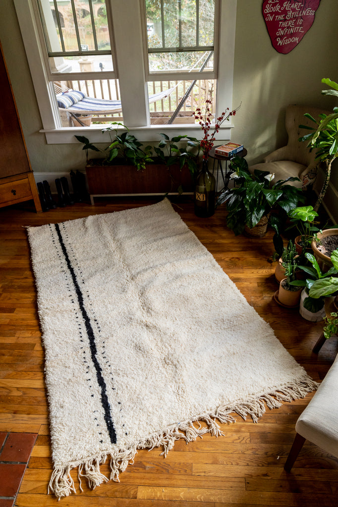 Moroccan Pile Knot Rug: White and Black Lineage