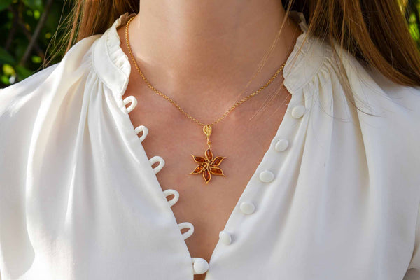 925 Gold-Plated Silver Cognac Amber Flower Star-Shaped Pendant