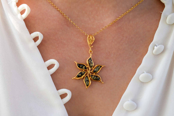925 Gold-Plated Silver Green Amber Flower Star-Shaped Pendant