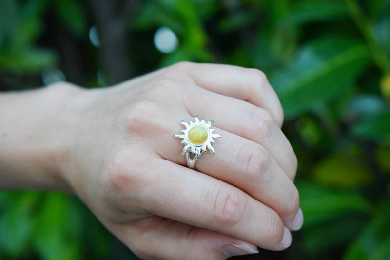 925 Silver Large Sun-Shaped White Amber Ring