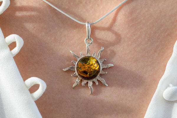 925 Silver Green Amber Decorated Sun Pendant