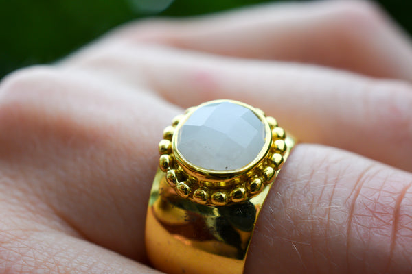 925 Silver Gold-Plated Rainbow Moonstone Decorated Ring