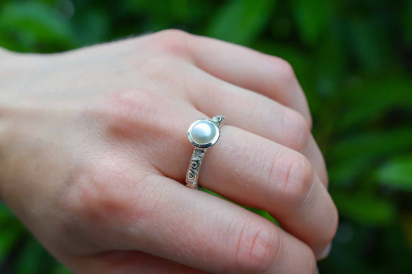 925 Silver Circular Cultured Pearl Decorated Ring