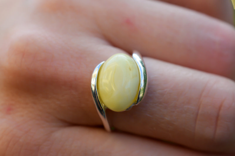 925 Silver Intertwined White Amber Horizontal Ring