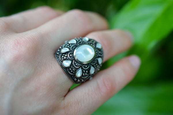 925 Blackened Silver Nacre Half-Finger Ring
