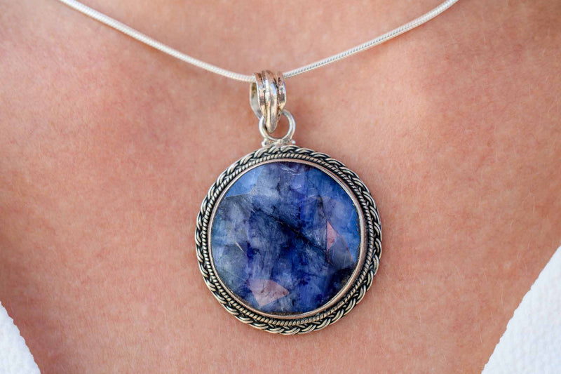 925 Silver Blue Sapphire Decorated Round Pendant