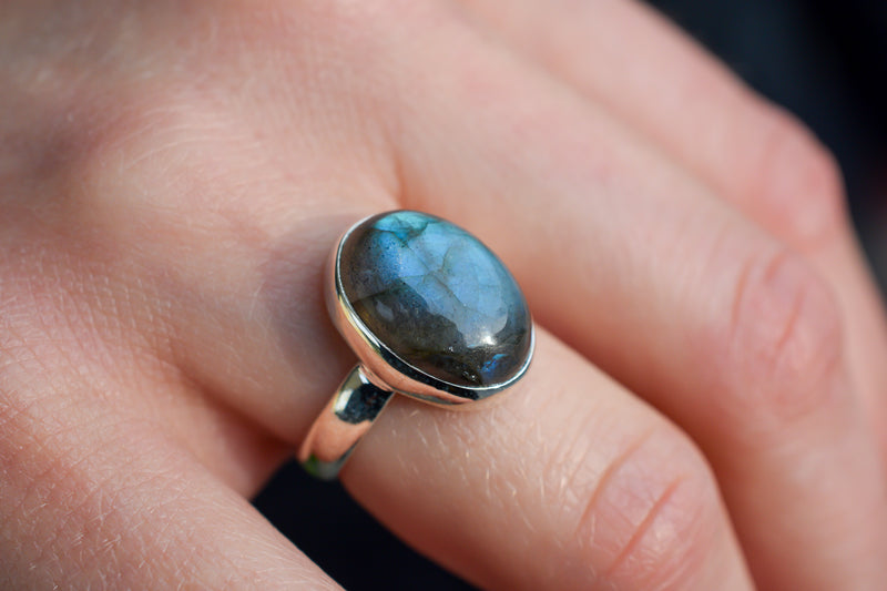 925 Silver Small Oval Labradorite Ring