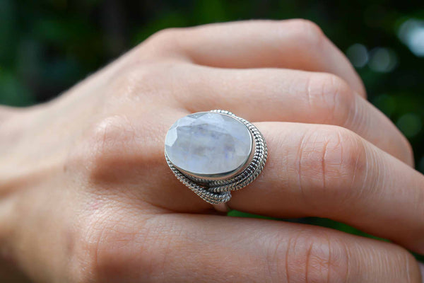 925 Silver Intertwined Decorated Rainbow Moonstone Ring