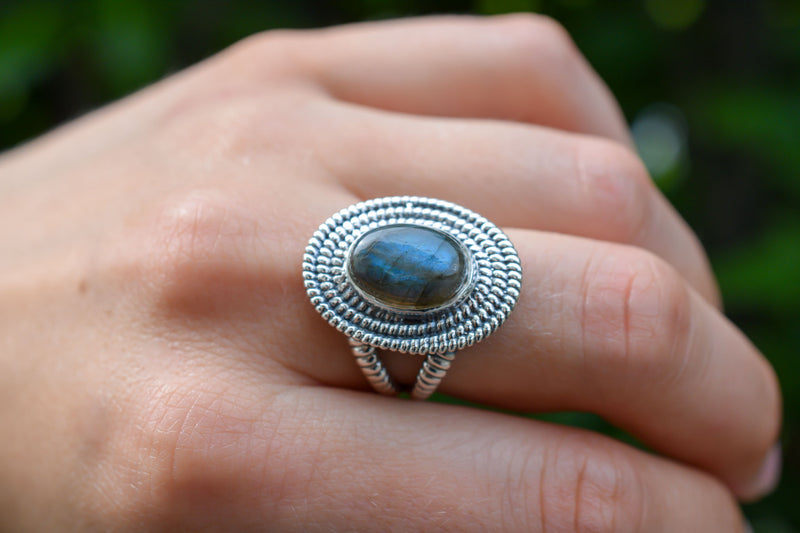 925 Silver Labradorite Decorated Oval Ring