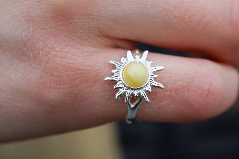 925 Silver Small Sun-Shaped White Amber Ring
