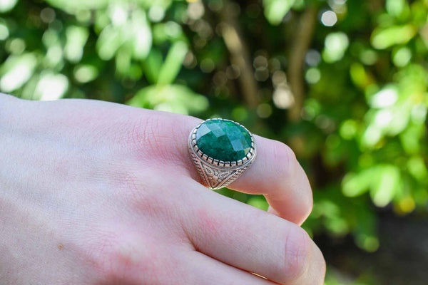 925 Silver Decorated Emerald Facetted Mughal-Style Small Ring