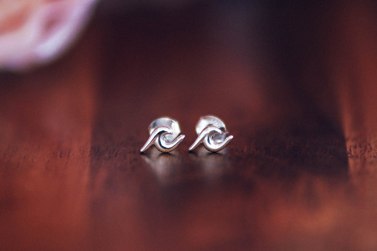 Wave Stud Earring - Silver