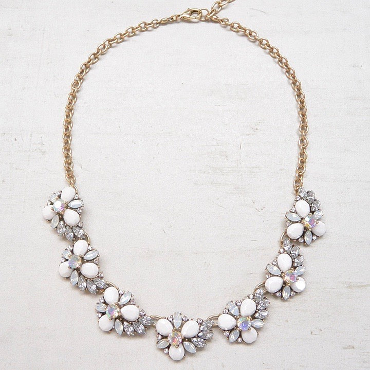 Collar Statement Floral Blanco