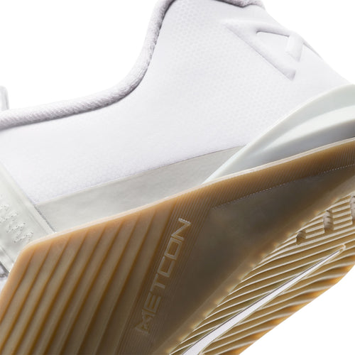 Men's Metcon 6 Cross Training Shoe - White/Black/Gum Dark Brown/Grey Fog