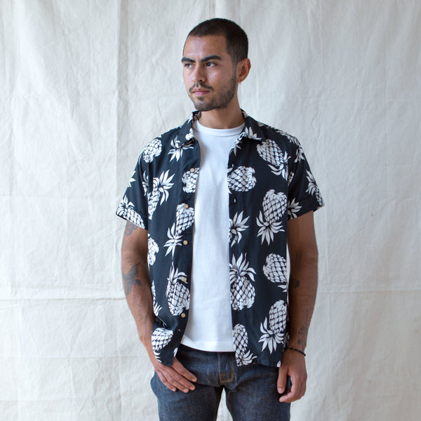 Vacation Shirt Black Pineapple