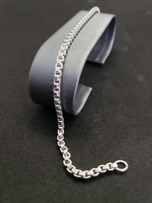 18KT White Gold Box Bracelet