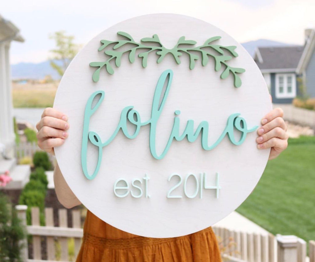 "18"" Leafy Arch Round Name Sign"