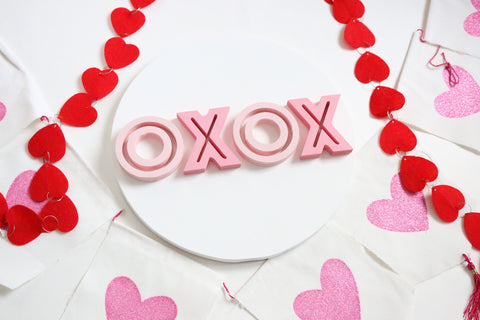 "12"" XOXO Valentine Sign"