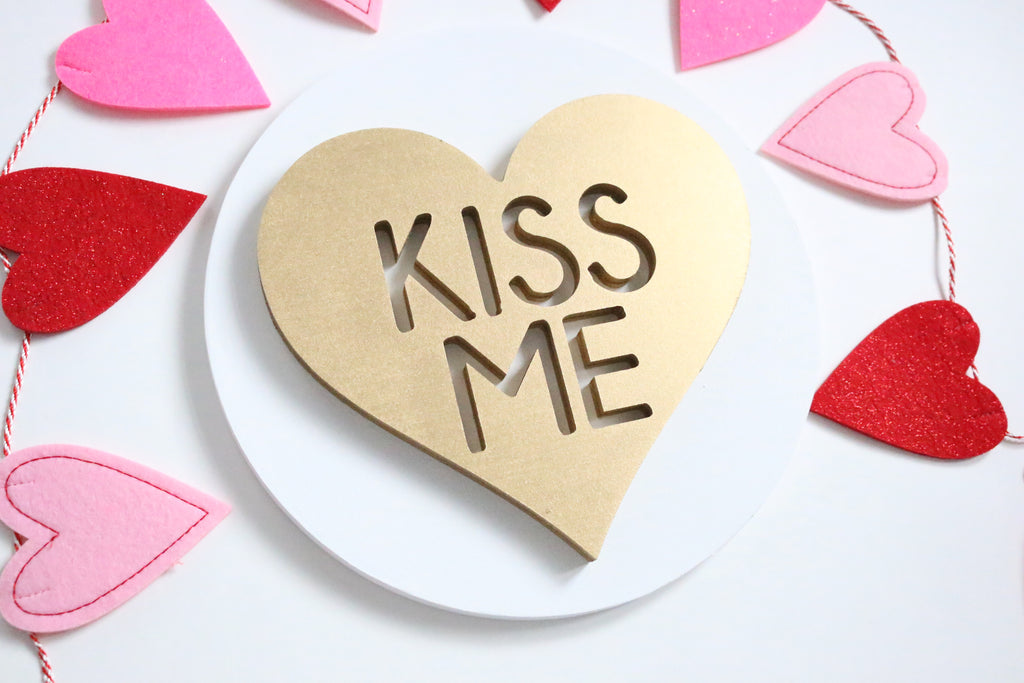 "12"" Kiss Me Heart Valentine Sign"