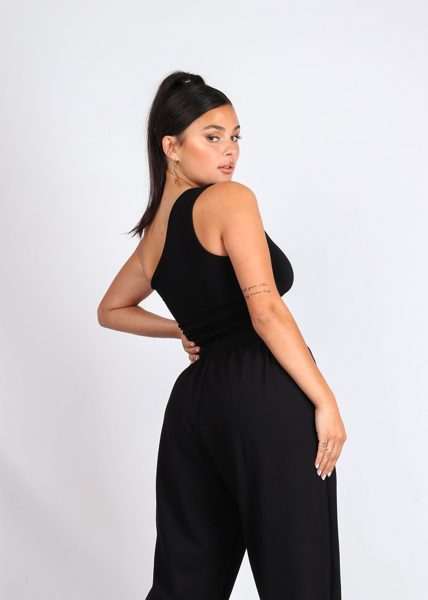 Black One-shoulder Sling