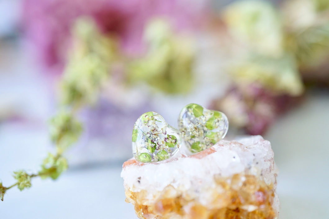 Real Pressed Flowers and Resin, Heart Stud Earrings, in Green Lipidium and Chocolate (white purple) Queen Anne's Lace