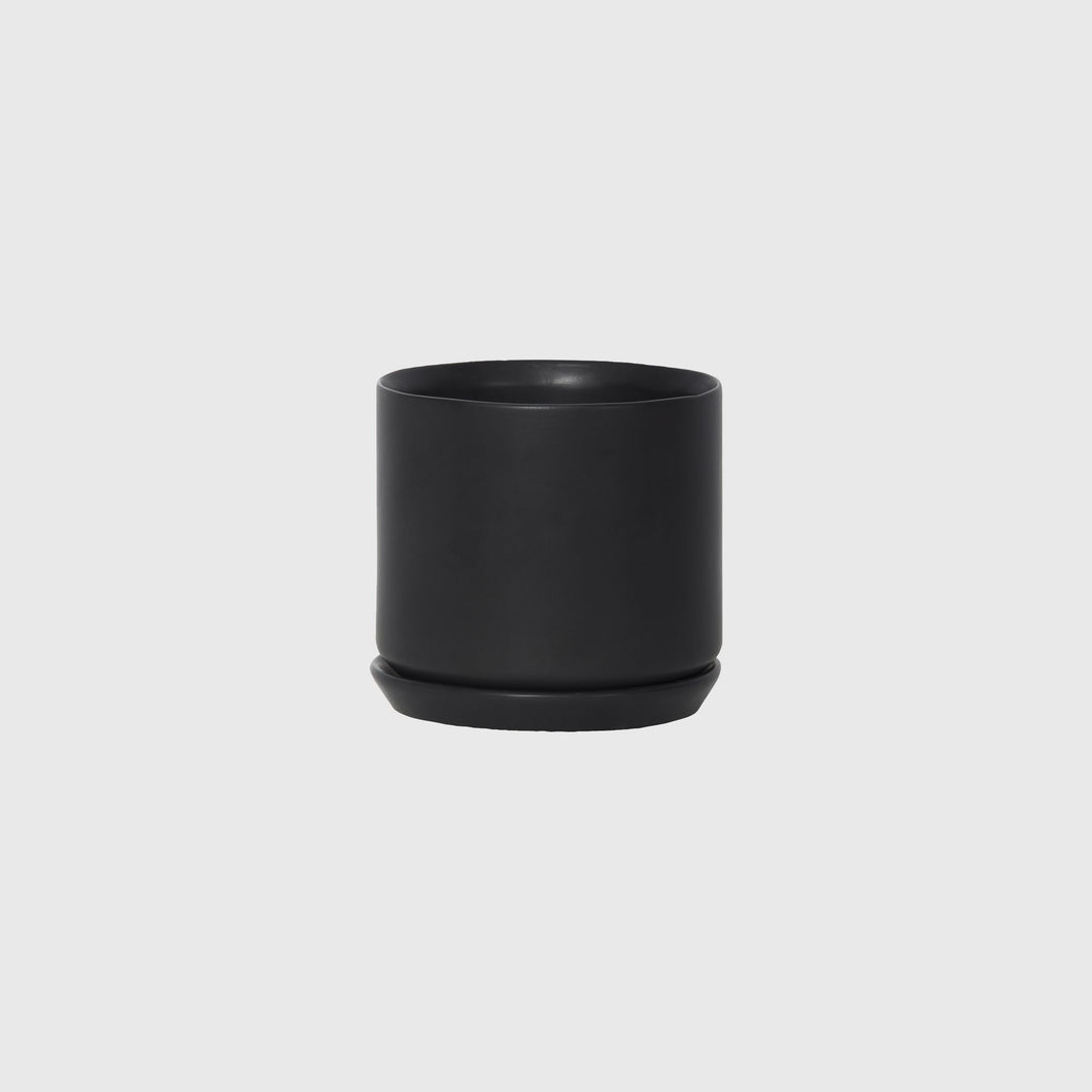Jet Black Oslo planter Medium (130mm Pot size)