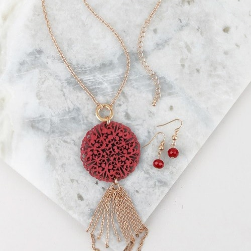 Burgundy Wood Pendant Necklace Set