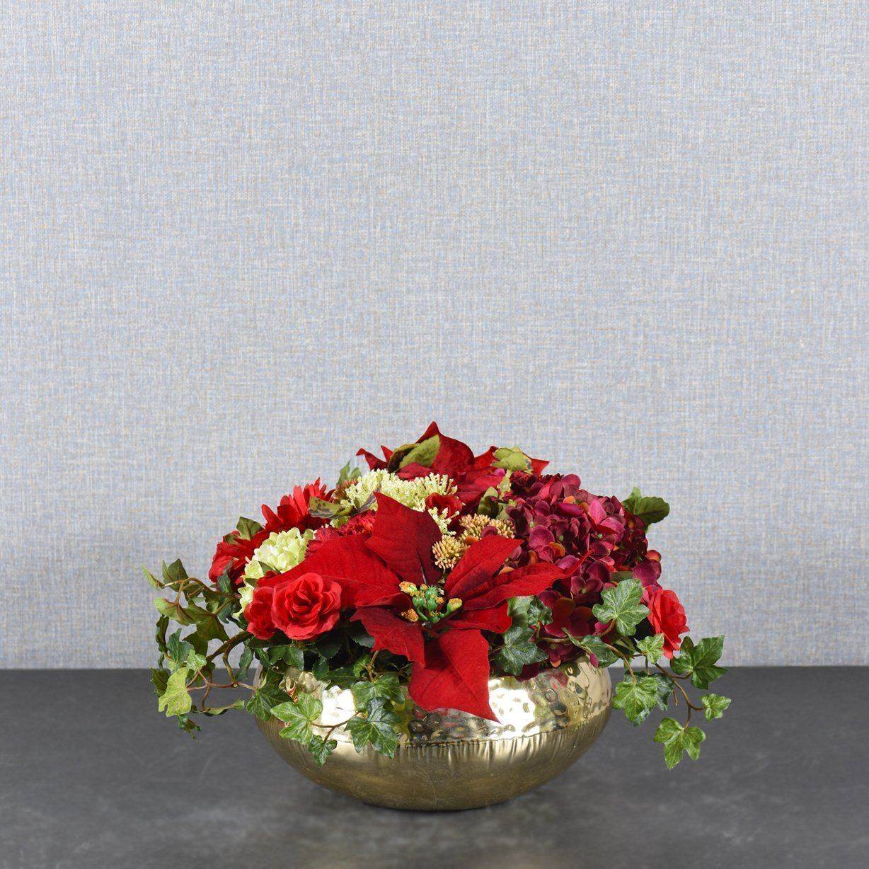 Christmas Flower Arrangements.Red Christmas Flower Arrangement