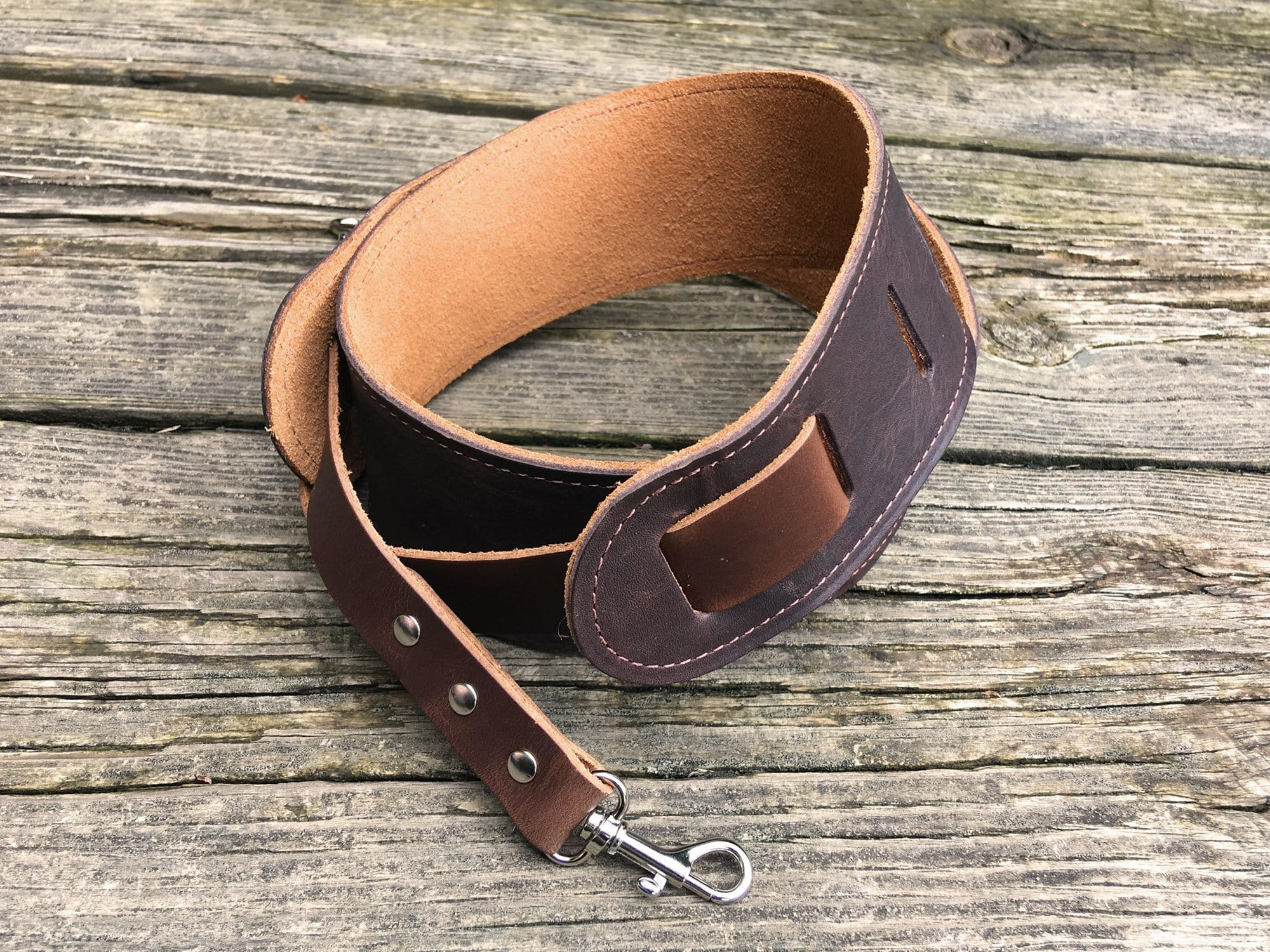 Easy attach banjo strap. Leather.