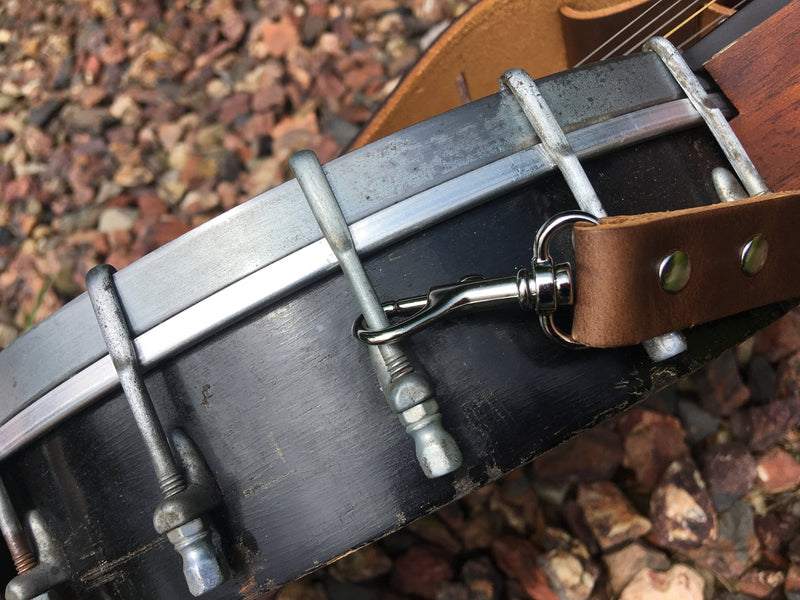 Easy to attach leather banjo strap.