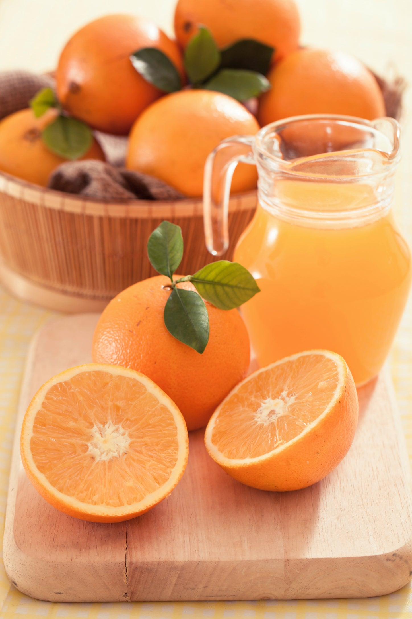 All The Health Benefits of Why You Should Eat Oranges and Drink Orange Juice.